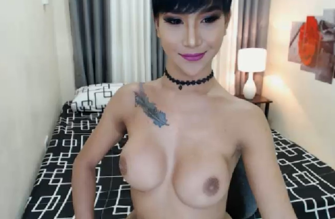Kathalina with her full boobs catches the show